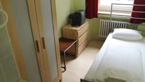 Zimmersafe, Bügeleisen/Bügelbrett, WLAN-Internetzugang (gegen Gebühr)