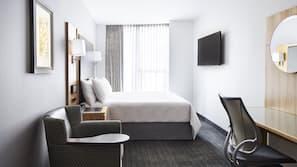 1 bedroom, premium bedding, desk, free WiFi