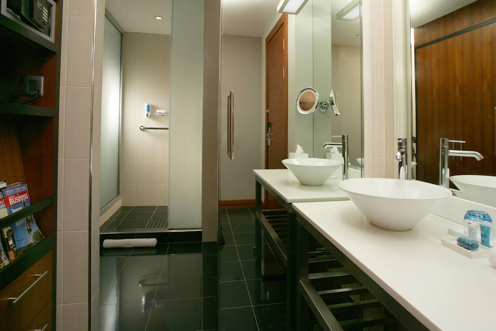 Bathroom, Aloft Abu Dhabi