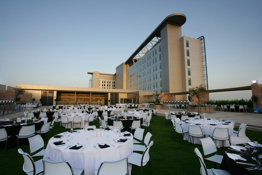 Outdoor Wedding Area, Aloft Abu Dhabi