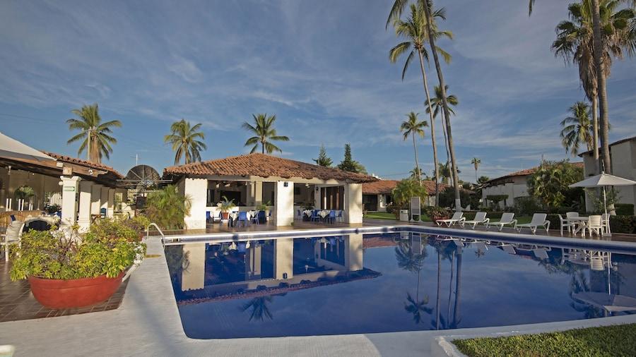 Cabo Blanco Hotel & Marina