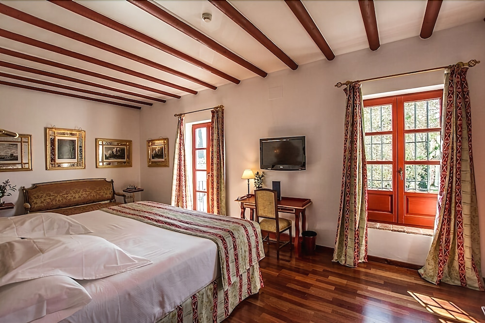 Las casas de la juderia reviews photos rates for Hotel casa de los azulejos tripadvisor