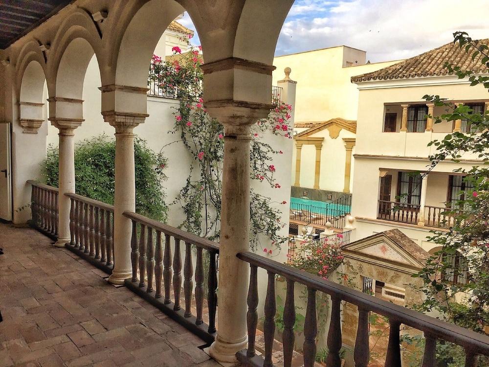 Las casas de la juderia reviews photos rates for Hotel casa de los azulejos cordoba espana