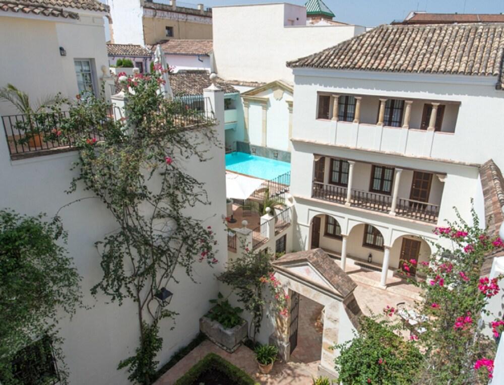 Las casas de la juderia reviews photos rates for Inmobiliarias cordoba