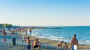 Ubicación cercana a la playa, vóley playa, bar en la playa y pesca
