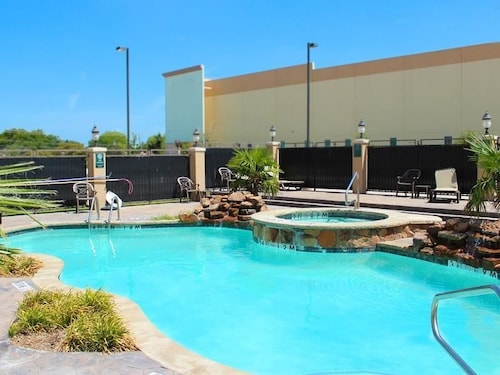 La Quinta Inn Suites Dallas Grand Prairie South Deals Reviews Grand Prairie Usa Wotif