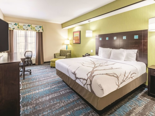 La Quinta Inn & Suites by Wyndham Dallas Grand Prairie South
