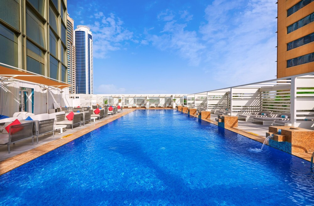 Outdoor Pool, Media One Hotel Dubai
