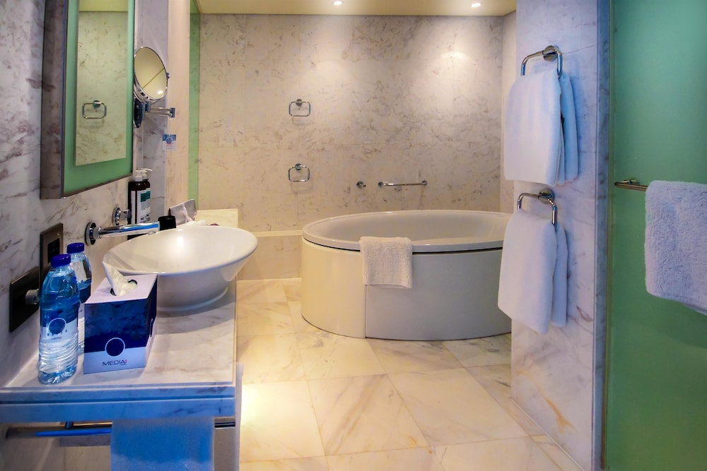 Bathroom, Media One Hotel Dubai