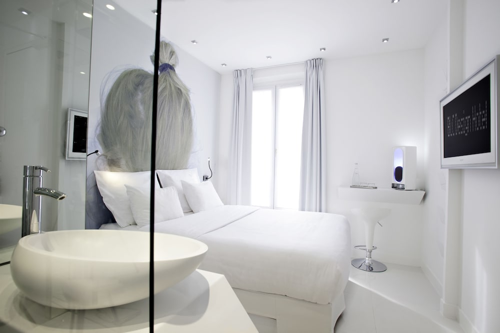 Blc design hotel in paris hotel rates reviews on orbitz for Bic design hotel