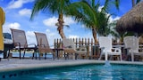 Snug Harbor Inn - Madeira Beach Hotels