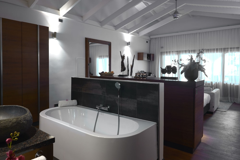 Bathroom, Baoase Luxury Resort