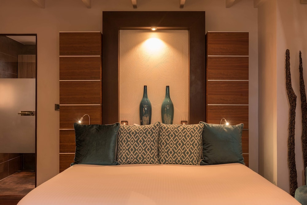 Room, Baoase Luxury Resort