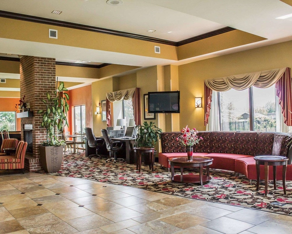 Lobby, Comfort Suites East Broad at 270