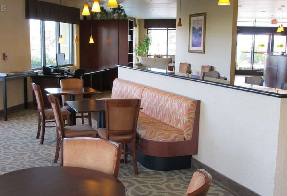 Breakfast Area, Country Inn & Suites by Radisson, Dixon, CA - UC Davis Area