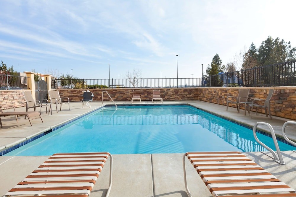 Outdoor Pool, Country Inn & Suites by Radisson, Dixon, CA - UC Davis Area