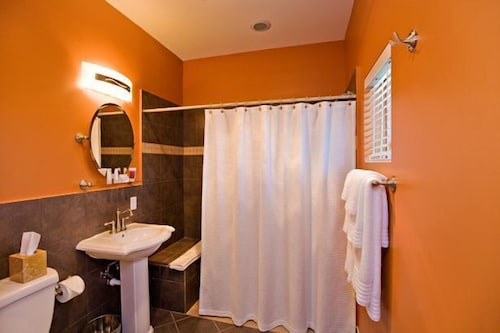 Bathroom, Pacific Blue Inn