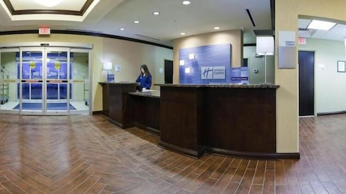 Lobby, Holiday Inn Express Hotel & Suites Richwood-Cincinnati South