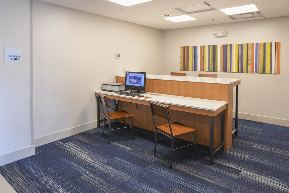 Business Center, Holiday Inn Express Hotel & Suites Richwood-Cincinnati South
