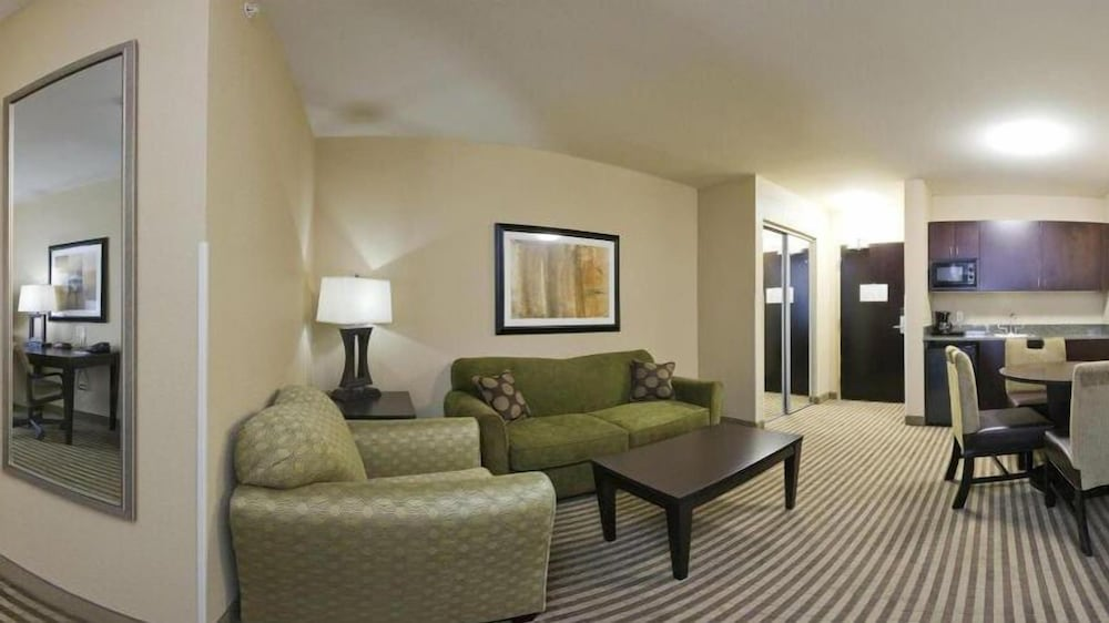 Living Area, Holiday Inn Express Hotel & Suites Richwood-Cincinnati South