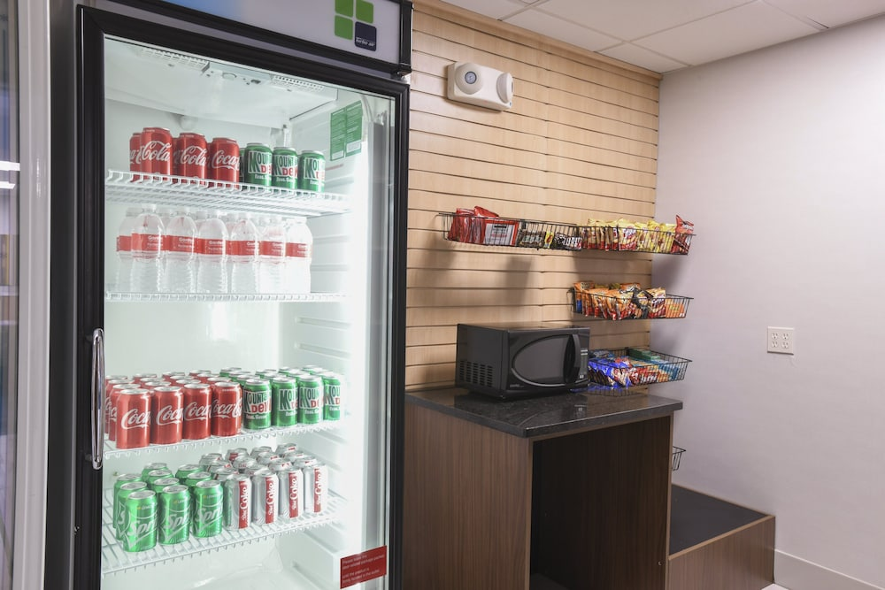 Snack Bar, Holiday Inn Express Hotel & Suites Richwood-Cincinnati South