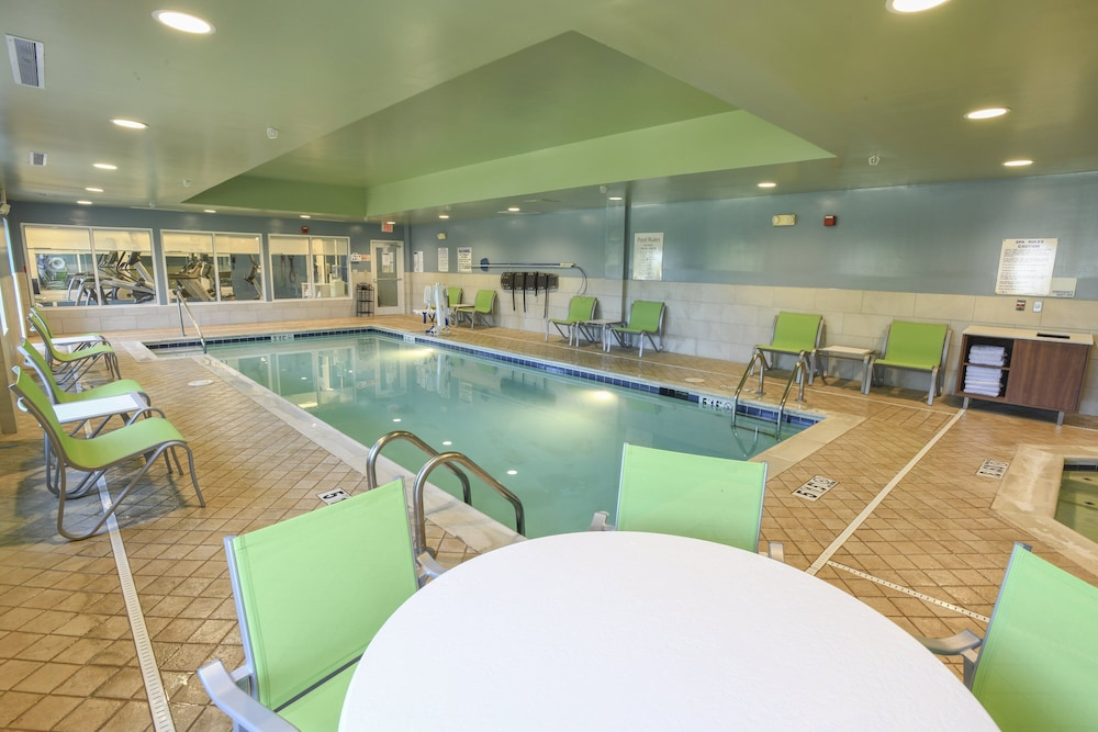 Pool, Holiday Inn Express Hotel & Suites Richwood-Cincinnati South