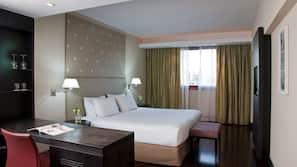 Roupas de cama premium, camas com colchões pillow-top, frigobar