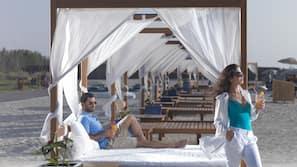 Private beach nearby, white sand, free beach shuttle, sun-loungers