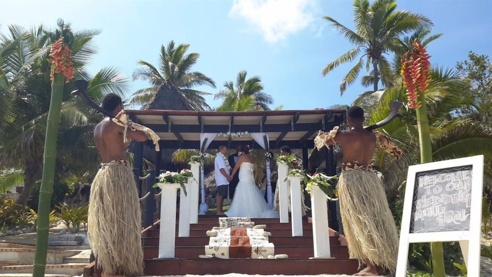 Outdoor Wedding Area, Matamanoa Island Resort
