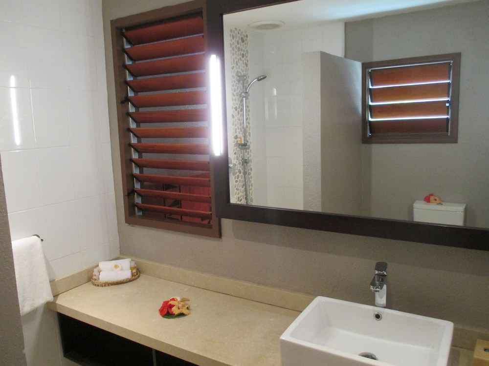 Bathroom, Matamanoa Island Resort
