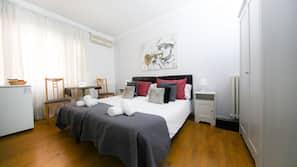Minibar, tabla de planchar con plancha, wifi gratis y ropa de cama