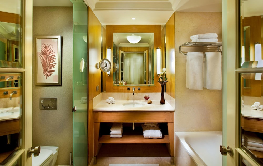 Bathroom, Kempinski Nile Hotel Cairo