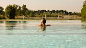 4 piscinas internas, 3 piscinas externas