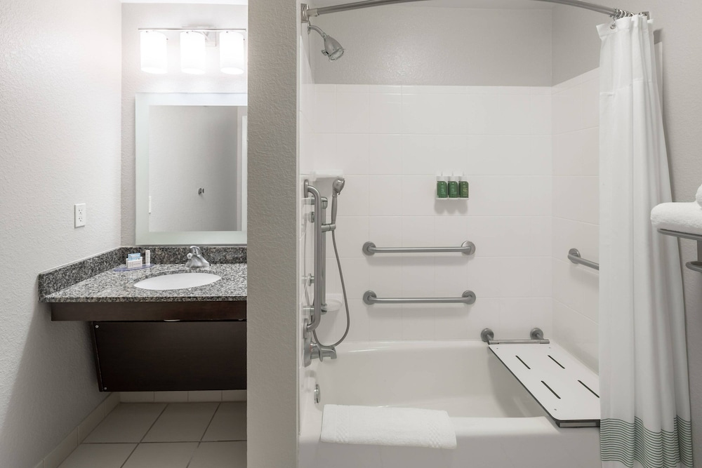 Bathroom, TownePlace Suites by Marriott Panama City