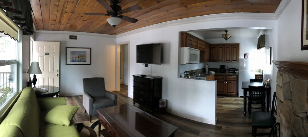 Living Area, Bay Meadows Resort