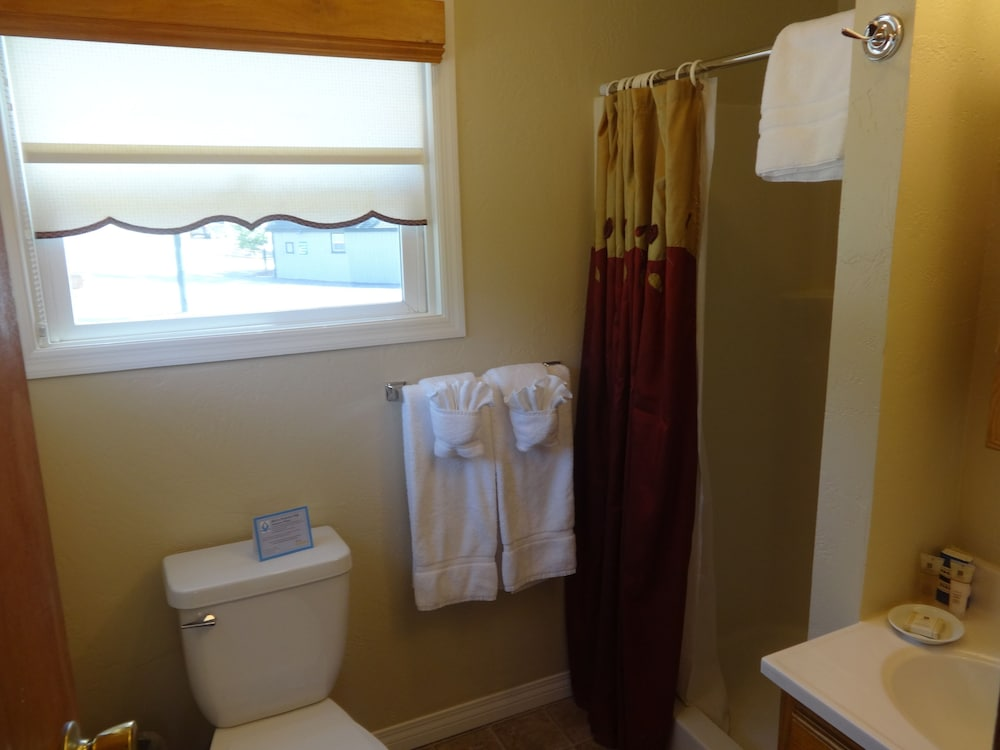 Bathroom, Bay Meadows Resort