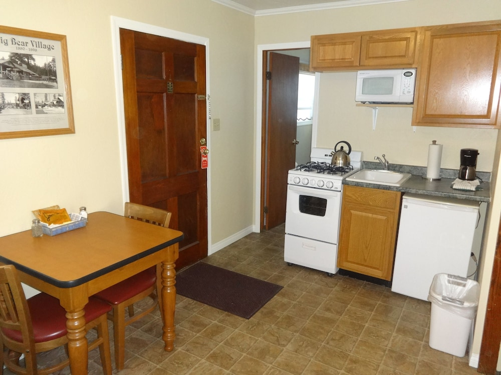 Private Kitchenette, Bay Meadows Resort