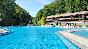 2 indoor pools, 3 outdoor pools