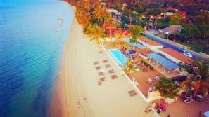 在海灘附近、免費海灘接駁車、躺椅、沙灘巾