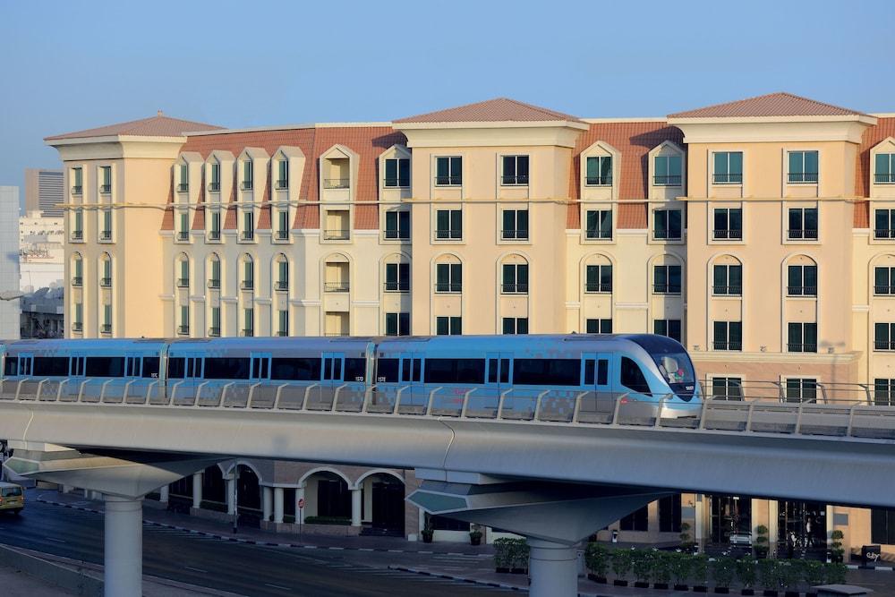 Avani deira dubai hotel in dubai hotel rates reviews for Best hotel rates in dubai