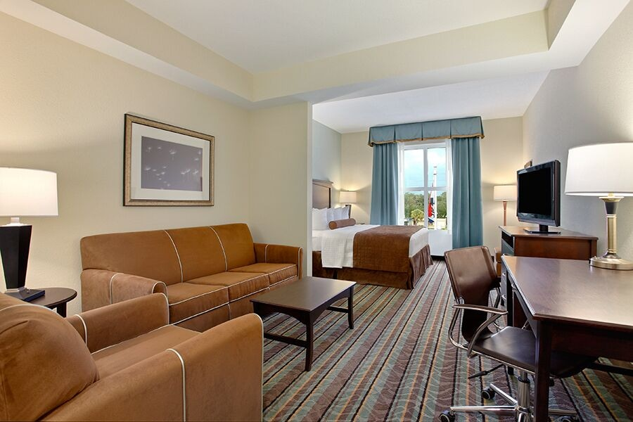 Living Area, Best Western Plus Chain of Lakes Inn & Suites