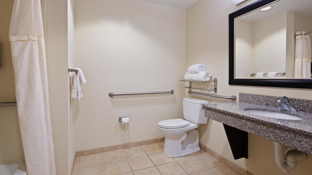 Bathroom, Best Western Plus Chain of Lakes Inn & Suites
