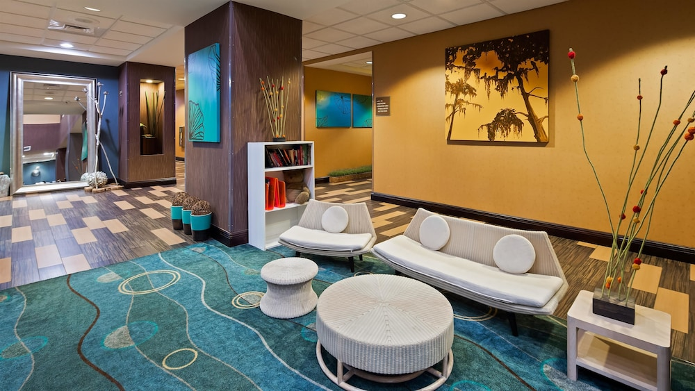Lobby, Best Western Plus Chain of Lakes Inn & Suites