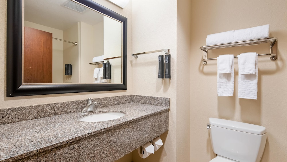 Room, Best Western Plus Chain of Lakes Inn & Suites