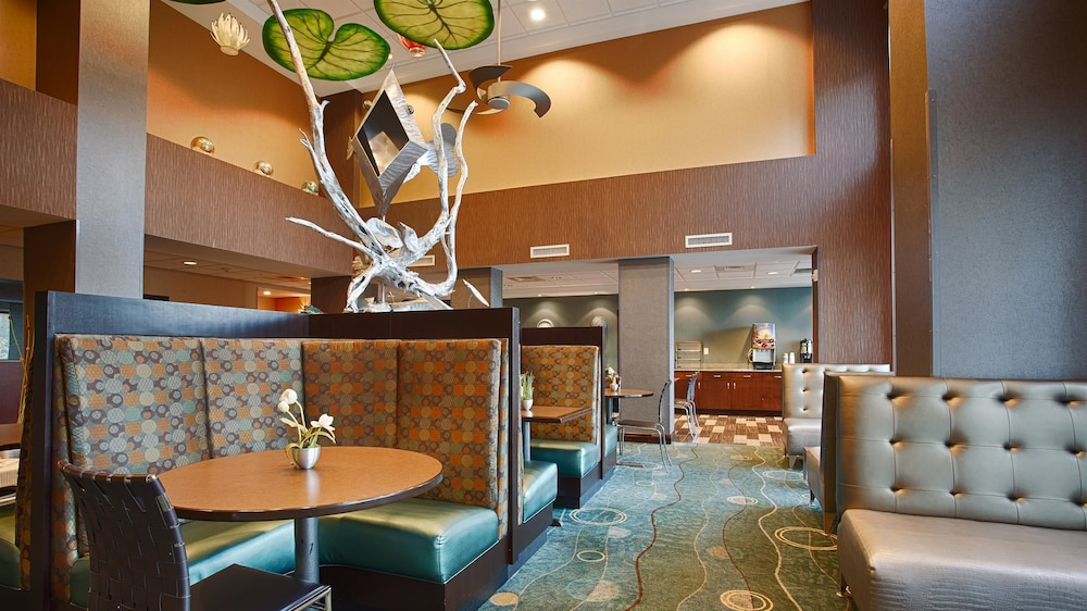 Breakfast Area, Best Western Plus Chain of Lakes Inn & Suites
