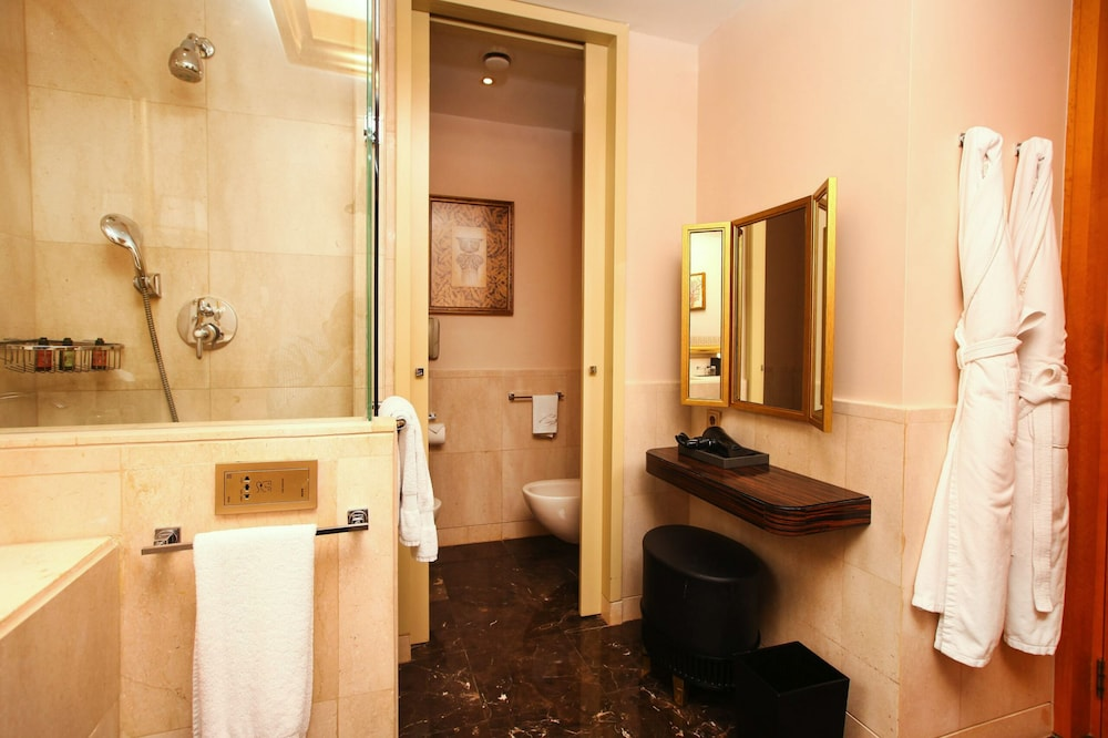 Bathroom, Four Seasons Hotel Beirut
