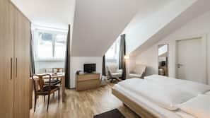 1 camera, copriletto in piuma, una cassaforte in camera, una scrivania