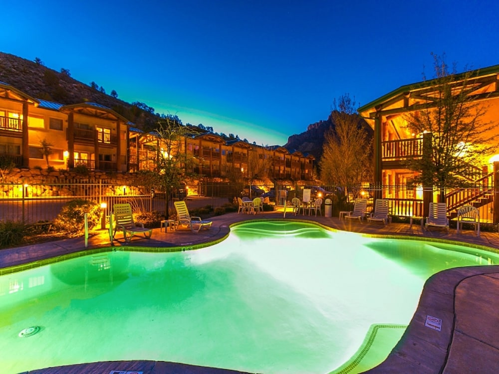 Outdoor Pool, Majestic View Lodge at Zion National Park