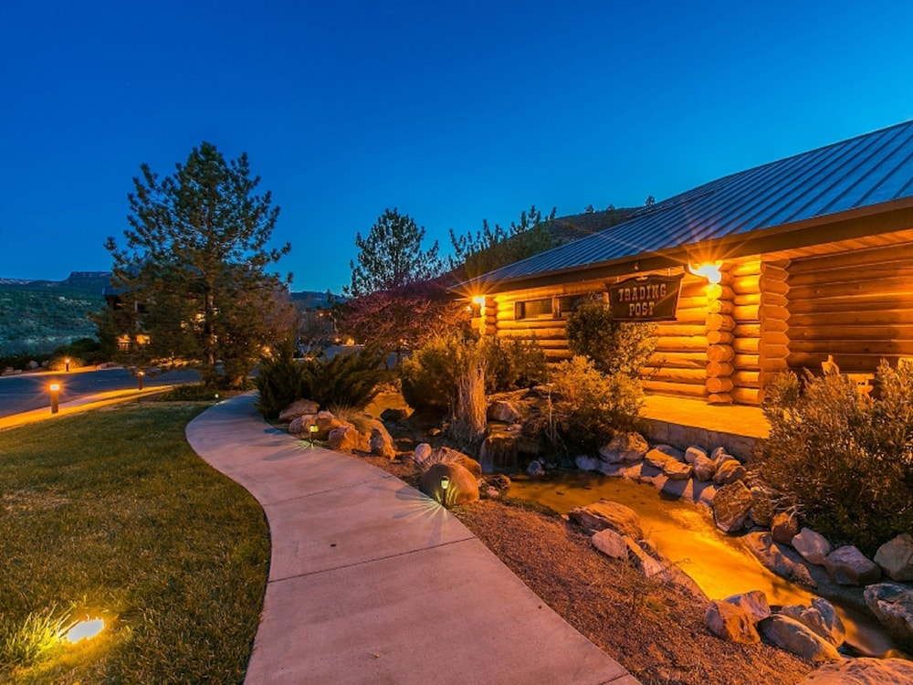Front of Property - Evening/Night, Majestic View Lodge at Zion National Park