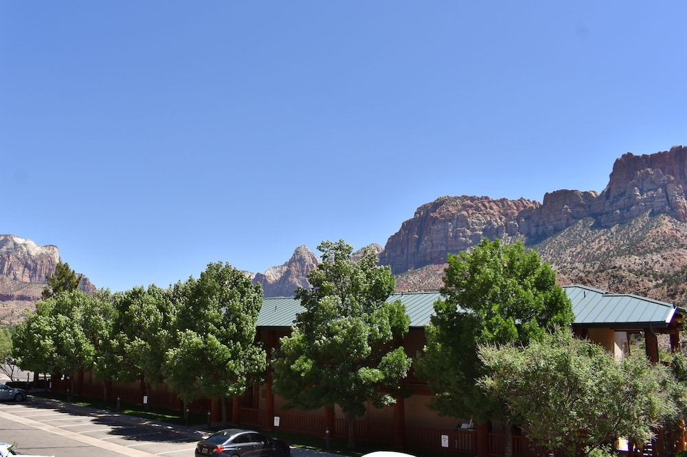 Property Grounds, Majestic View Lodge at Zion National Park
